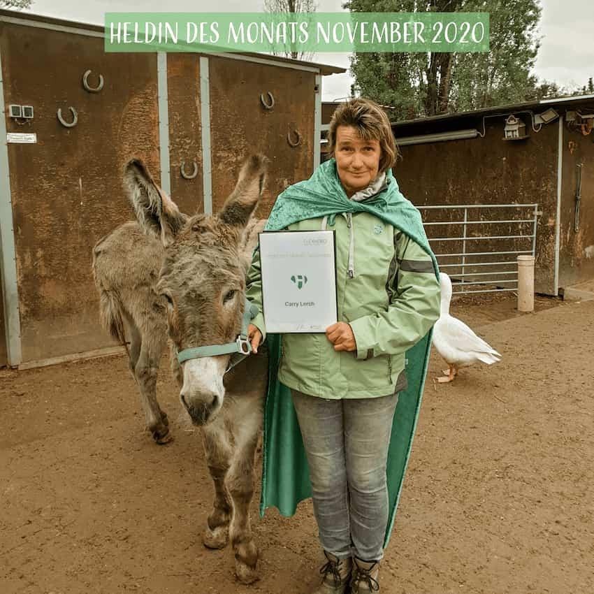 Carry Lerch, Heldin des Monats November im Ehrenamt auf Ihrem Hof mit Esel Mary