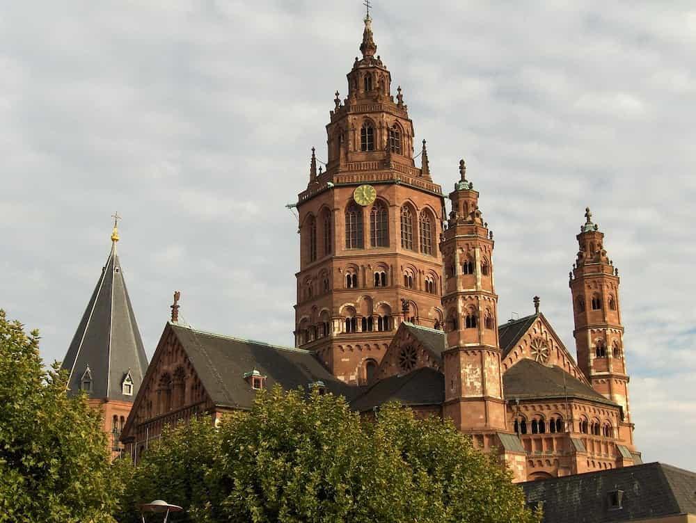 Der Mainzer Dom als Symbolbild für das Ehrenamt in Mainz