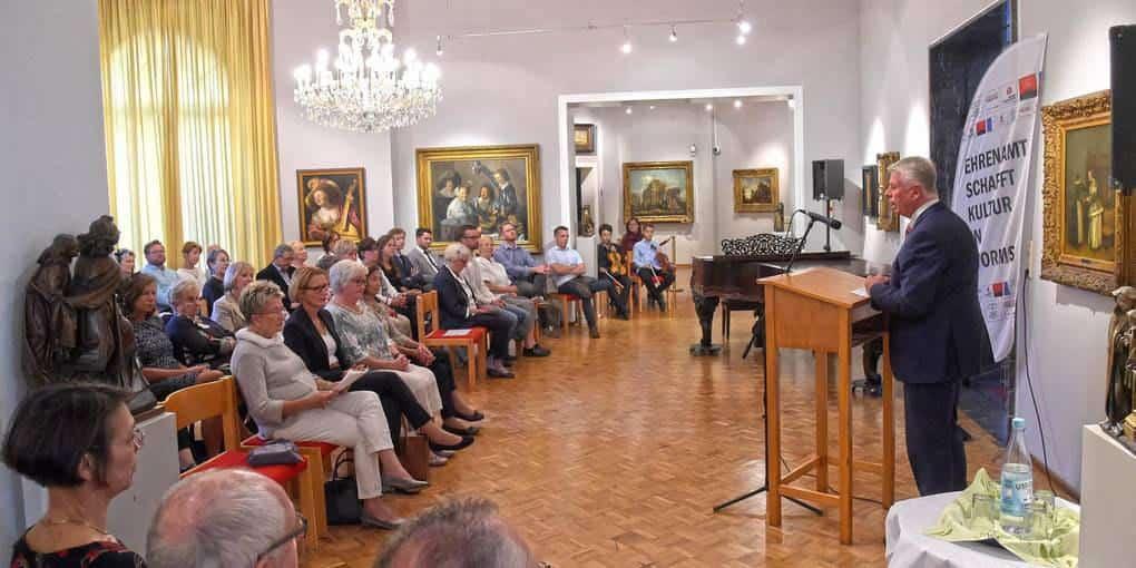 Bürgermeister Kissel der Stadt Worms hält im Heylshof Worms eine Ansprache zur Jubiläumsfeier des Vereins für ehrenamtliches Engagement